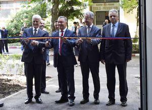Hubert Reiff (REIFF-Gruppe), Adrian Secelean (Electroprecizia), Jan Beutnagel (R.ElastTec RO) und Virgil Popa (Bürgermeister Sacele) eröffnen den neuen Produktionsstandort von R.E.T. in Sacele/Rumänien