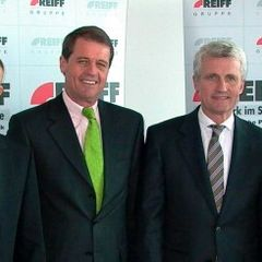 Jochen Röttgermann (VfB-Marketing), Eberhard Reiff, Hubert Reiff, Erwin Staudt (Präsident VfB Stuttgart)